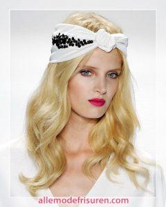 Sommerfrisur mit Haarband 240x300 - Die Schönsten Sommerfrisuren