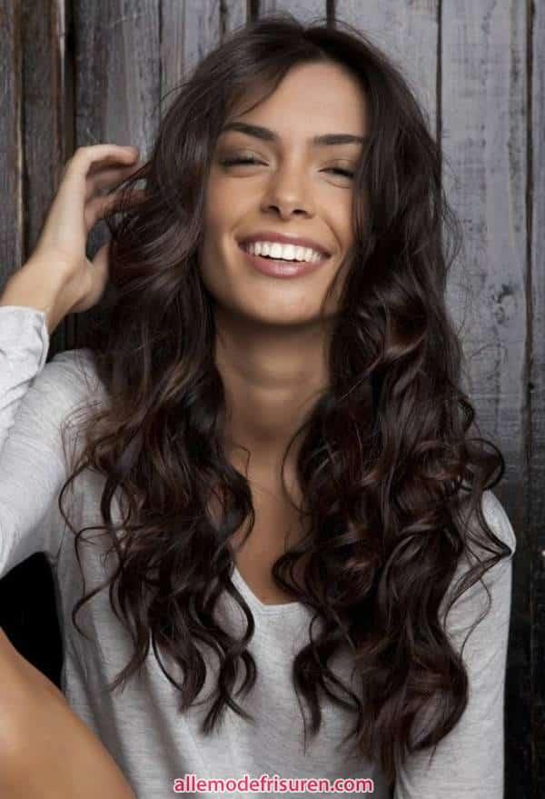 kurze bob frisuren fuer lockiges haar 8 - Kurze bob Frisuren für lockiges Haar