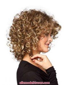 kurze lockige haarschnitte fuer lange gesichter 11