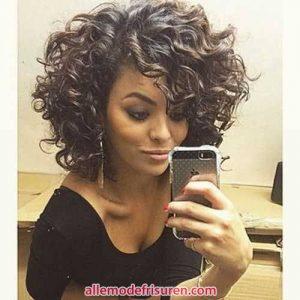 kurze lockige haarschnitte fuer lange gesichter 7