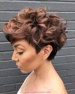 kurze lockige haarschnitte fuer lange gesichter 8